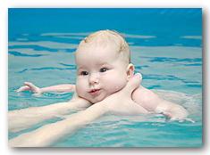 как научить плаванию грудного ребенка